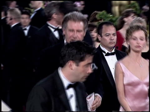 vídeos y material grabado en eventos de stock de calista flockhart at the 2003 academy awards arrivals at the kodak theatre in hollywood california on march 23 2003 - calista flockhart