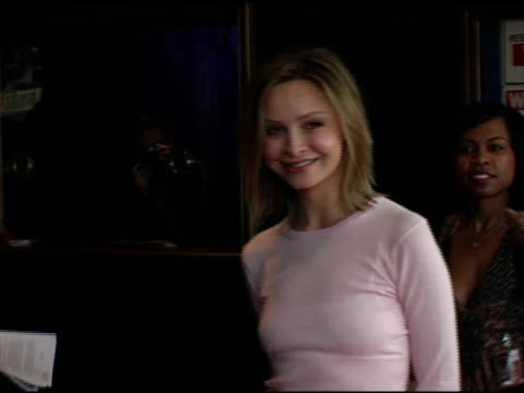 calista flockhart at the 'comedy for a cure' alliance benefit at the henry fonda theatre in hollywood, california on april 3, 2005. - calista flockhart stock-videos und b-roll-filmmaterial