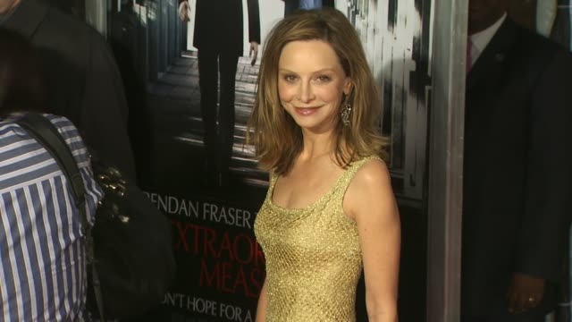 calista flockhart at the 'extraordinary measures' premiere at hollywood ca. - calista flockhart stock-videos und b-roll-filmmaterial