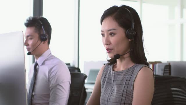 call center agents working in office,4k - hemd und krawatte stock-videos und b-roll-filmmaterial