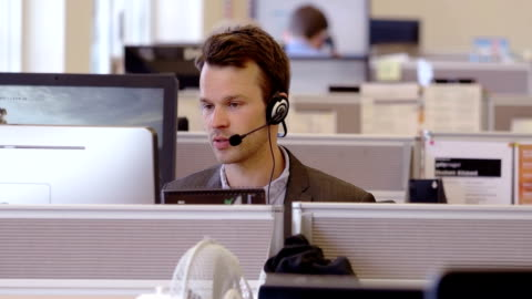 stockvideo's en b-roll-footage met call centre - shopping centre
