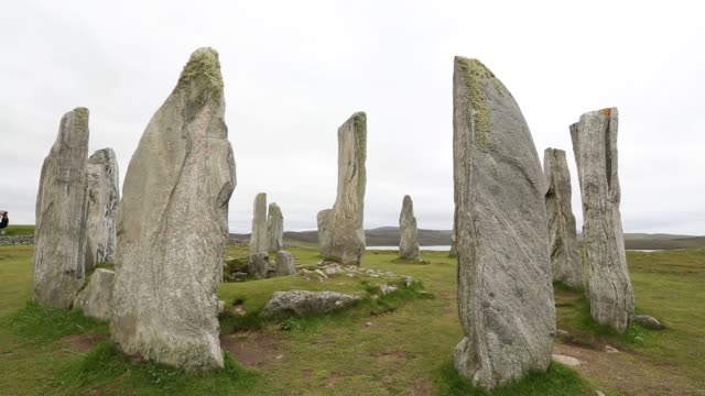 callanish standing stones and stone circle on the isle of lewis near stornoway, outer hebrides, scotland, uk. - obelisk stock videos & royalty-free footage