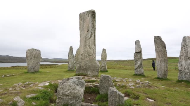 callanish standing stones and stone circle on the isle of lewis near stornoway, outer hebrides, scotland, uk. the stone circle is probably the most... - obelisk stock videos & royalty-free footage