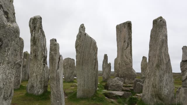 callanish standing stones and stone circle on the isle of lewis near stornoway, outer hebrides, scotland, uk. the stone circle is probably the most impressive stone circle in the uk, after stonehenge. - schist stock videos and b-roll footage