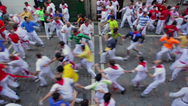 ws calle de la estafeta running of the bull encierro festival of san fermin / pamplona, navarre, spain - spain stock videos & royalty-free footage