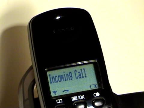vídeos de stock e filmes b-roll de chamadas para - telefone sem fio