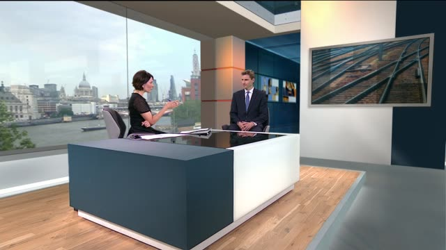 calls for southern trains to be stripped of franchise because of lateness and overcrowding england london gir int chris philip mp live studio... - franchising stock-videos und b-roll-filmmaterial