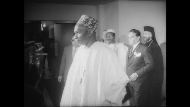 stockvideo's en b-roll-footage met a calm street in nigeria after an attempted coup of the government / ext federal palace hotel / group of press and meeting attendees inside hotel /... - staatsgreep