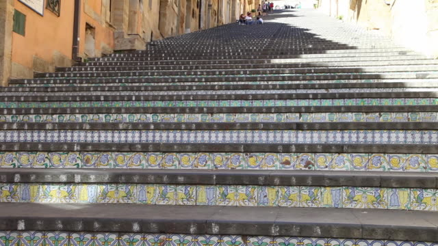 caltagirone, the decorated 142 steps monumental staircase of santa maria del monte - prodotti in ceramica video stock e b–roll