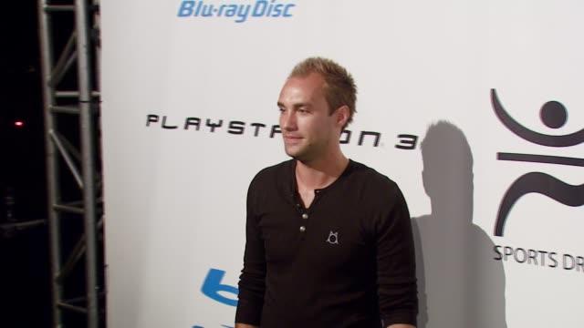 vídeos y material grabado en eventos de stock de calum best at the playboy mansion turns 'blu' for '08 espy awards kick off party at beverly hills california. - premios espy