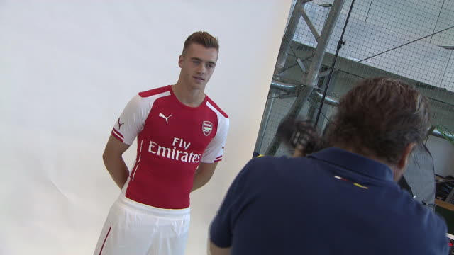 Calum Chambers has joined Arsenal from Southampton on a longterm contract for an undisclosed fee