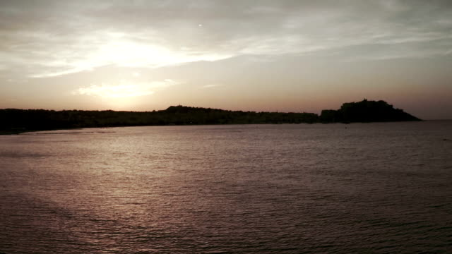 vídeos de stock, filmes e b-roll de calvi ao pôr-do-sol, córsega - calvi