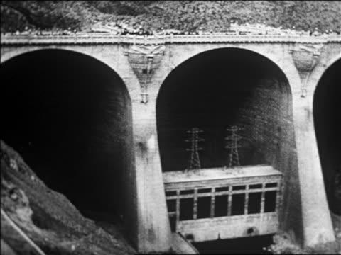 vídeos y material grabado en eventos de stock de calvin coolidge dam / san carlos az / newsreel - 1926