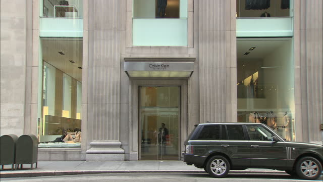 ms, calvin klein store with traffic in foreground, madison avenue, new york city, new york, usa - intellectual property stock videos & royalty-free footage