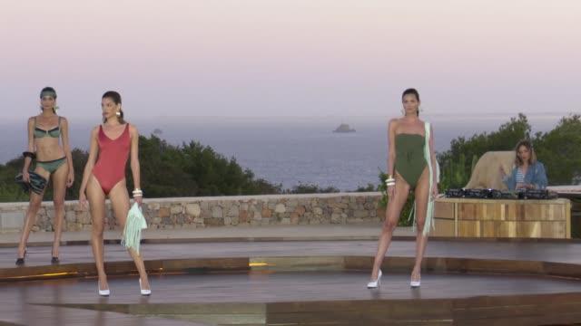 calzedonia runway show in ibiza - ジョアナ・サンス点の映像素材/bロール