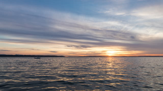 stockvideo's en b-roll-footage met camano island sunset, travel and time-lapse through washington - noordelijke grote oceaan