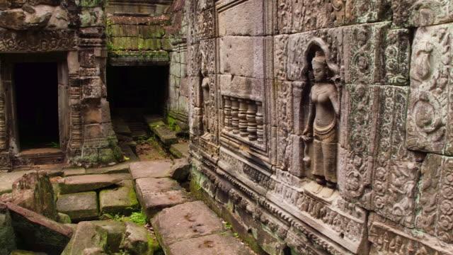 vídeos y material grabado en eventos de stock de cambodian ancient ruin - arqueología