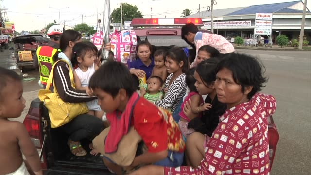 vídeos de stock, filmes e b-roll de cambodian refugees arrive at a detention center and board trucks in thailand for return to cambodia / cambodians unload from a train / cambodians... - cambodia