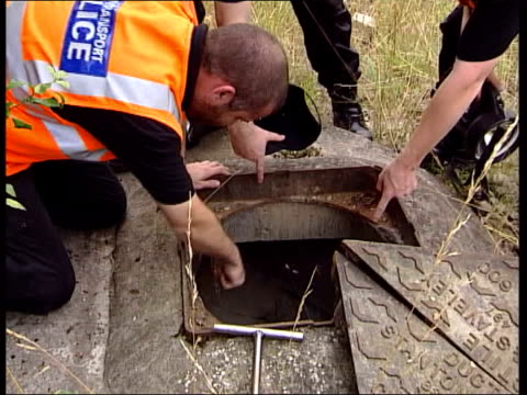 missing girls cctv footage lib england cambridgeshire soham ext police officers searching drain for clues in disappearance of schoolgirls holly wells... - 女子生徒点の映像素材/bロール
