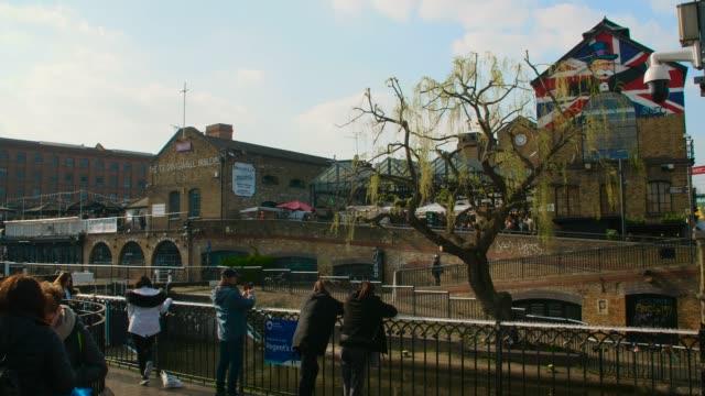 camden market buildings by regent's canal - street style点の映像素材/bロール