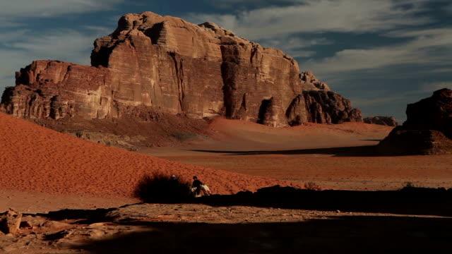 らくだ、ベドウィン,wadi ラム酒,valley 月の - リドリー・スコット点の映像素材/bロール