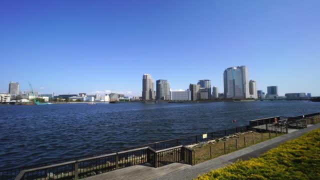 camera captures cityscape of etchujima and toyosu at koto, tokyo, beyond harumi canal. image was captured from tsukuda, chuo, tokyo, japan. - 運河点の映像素材/bロール