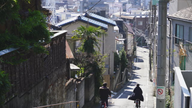 camera captures the cityscape of takada fujimizaka (fujimi slope) area, which was maintained in early showa period at takada toshima ward tokyo japan on feb. 03 2019. - ケーブル線点の映像素材/bロール