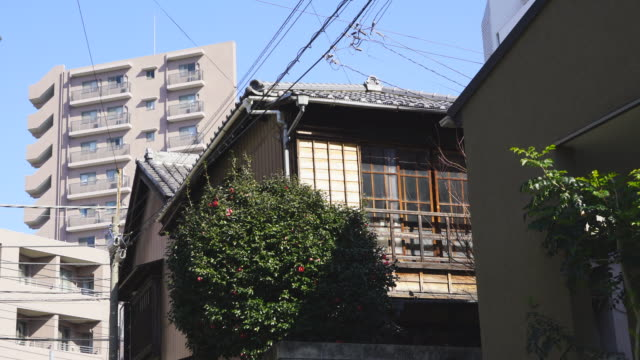 camera captures the view of residential buildings around the takada fujimizaka (fujimi slope) area at takada toshima ward tokyo japan on feb. 03 2019. - alley stock videos & royalty-free footage