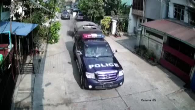 camera caught a group of soldiers violently beating up a man in myanmar's yangon on thursday . in the video, several military vehicles carrying... - ミャンマー点の映像素材/bロール