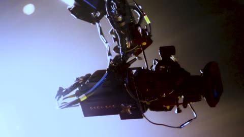 kamera kräne im konzert - live ereignis stock-videos und b-roll-filmmaterial