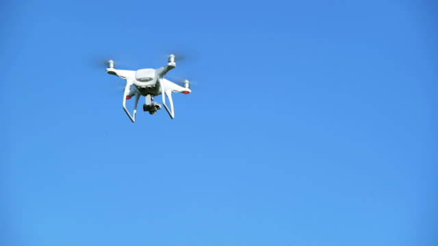 vidéos et rushes de camera drone flying in the sky - drone