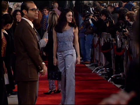 camera flashes at the 'erin brockovich' premiere on march 14, 2000. - erin brockovich film title stock videos & royalty-free footage