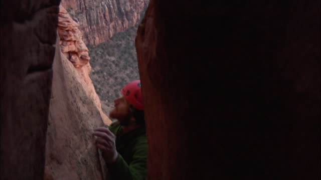 ms cu camera in crack on climber appears and tries to ascend difficult terrain and climber high above ground / zion, ut, usa - newoutdoors stock videos & royalty-free footage