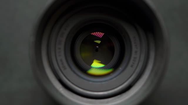 vídeos de stock e filmes b-roll de camera lens. - lente