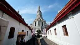 4K Camera moving to central pagoda at Wat Arun
