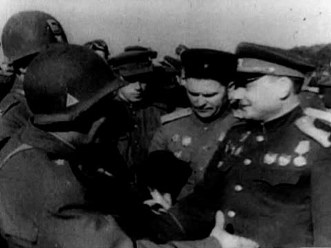 camera operator filming soviet and us soldiers talking to each other military officers drinking alcohol soviet and us soldier shaking hands - 1945 stock-videos und b-roll-filmmaterial