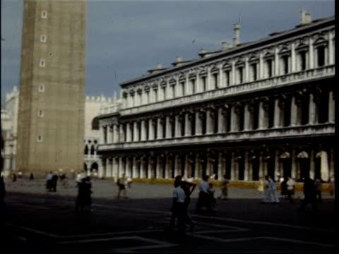 camera pan around st marks square, venice, italy, 1950 - 1950年点の映像素材/bロール