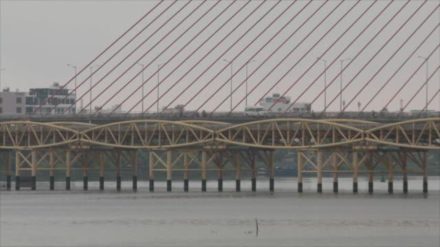 camera pan of tran thi ly bridge in da nang, vietnam on february 25, 2019. - cable stayed bridge stock videos & royalty-free footage