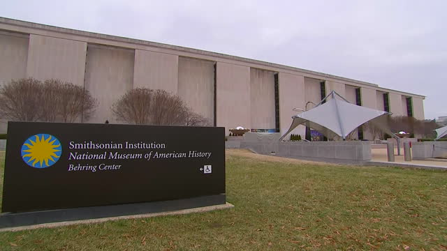 camera pan on the exterior of the smithsonian museum of american history during the us government shutdown on january 2 2019 in washington dc - smithsonian institution stock videos & royalty-free footage