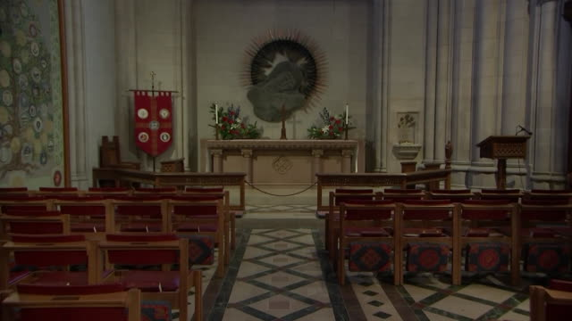 stockvideo's en b-roll-footage met camera zoom in on the altar inside of the war memorial chapel at the washington national cathedral on september 31 2018 in washington dc - religion or spirituality