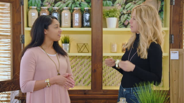 vídeos de stock e filmes b-roll de camera zooms in as two women discuss and try on bracelets in modern jewelry infomercial. - anúncio de televisão