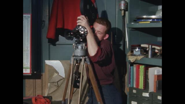 vidéos et rushes de cameraman in corner of machine shop - filmer