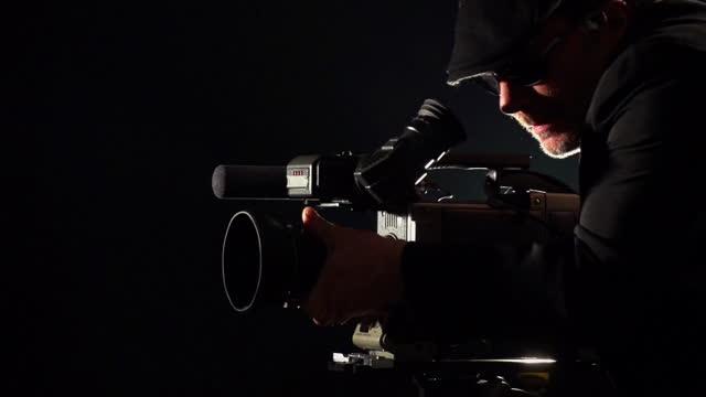kameramann shooting - künstlerischer leiter stock-videos und b-roll-filmmaterial