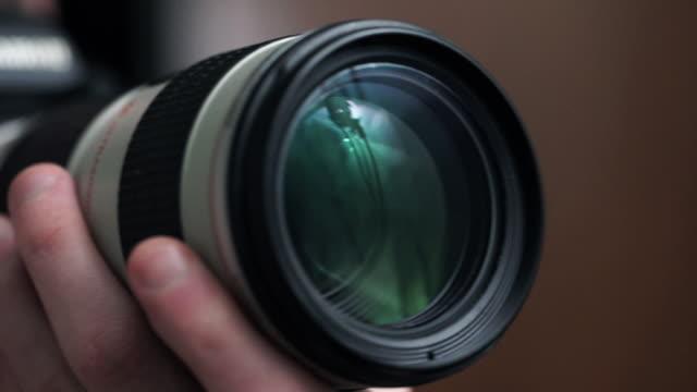 vídeos de stock, filmes e b-roll de cameraman - fotógrafo