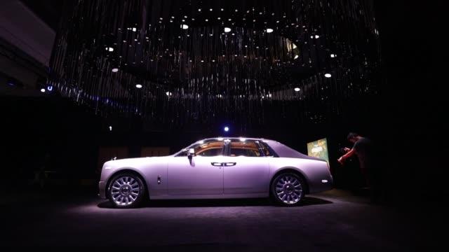 cameramen film the rolls-royce phantom automobile, manufactured by rolls-royce motor cars ltd., during a media preview of its unveiling in london,... - ロールスロイスシルバーファントム点の映像素材/bロール