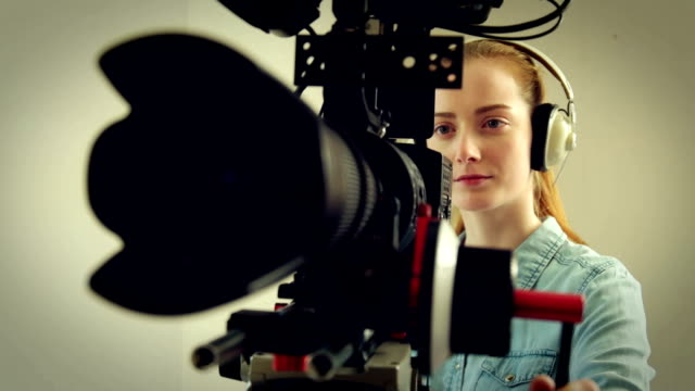 stockvideo's en b-roll-footage met camerawoman      pr - studio shot