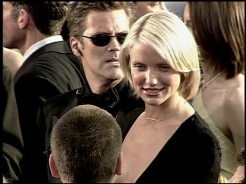 cameron diaz at the 2000 academy awards at the shrine auditorium in los angeles california on march 26 2000 - 72nd annual academy awards stock videos & royalty-free footage