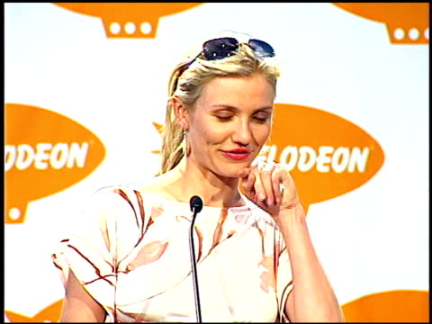 cameron diaz at the 2001 nickelodeon kids' choice awards press room at barker hanger in santa monica california on april 21 2001 - cameron diaz stock videos & royalty-free footage