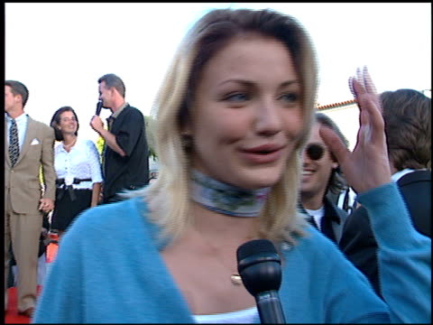 cameron diaz at the 'batman foreve'r premiere on june 9 1995 - cameron diaz stock videos & royalty-free footage