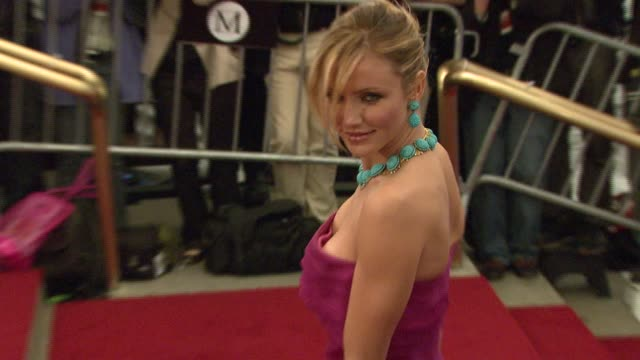 stockvideo's en b-roll-footage met cameron diaz at the metropolitan museum of art costume institute gala 'poiret king of fashion' at the metropolitan museum of art in new york new york... - 2007